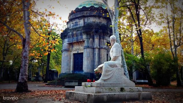Fiumei street cemetery