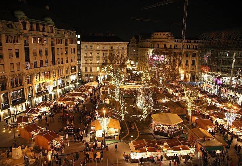 Winter market at Vörösmarty square