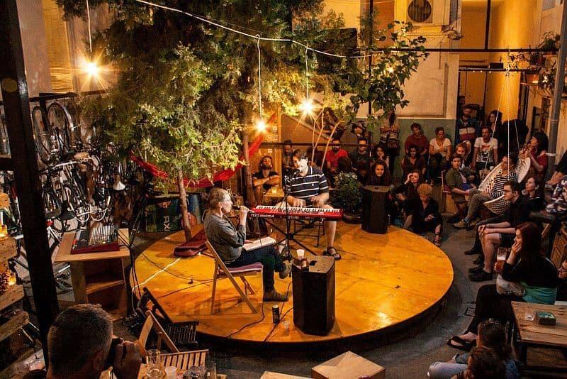 Auróra alternative cultural bar