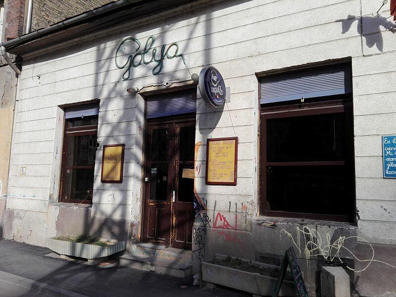 Gólya underground cultural ruin bar