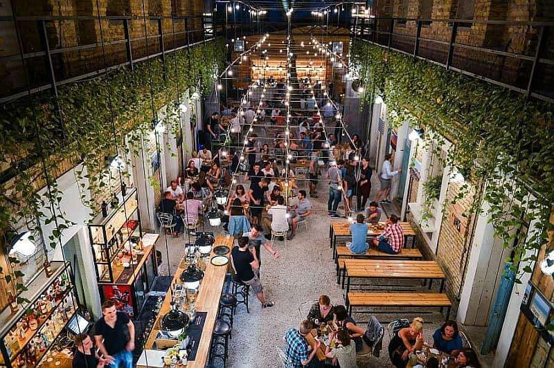 Mazel Tov Jewish restaurant in Budapest