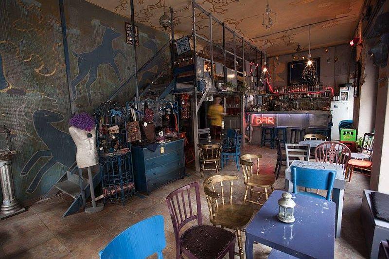 Kék Ló underground bar