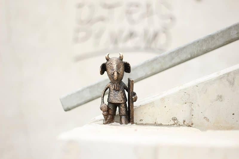 Mekk Elek guerilla statue by Kolodko Mihály
