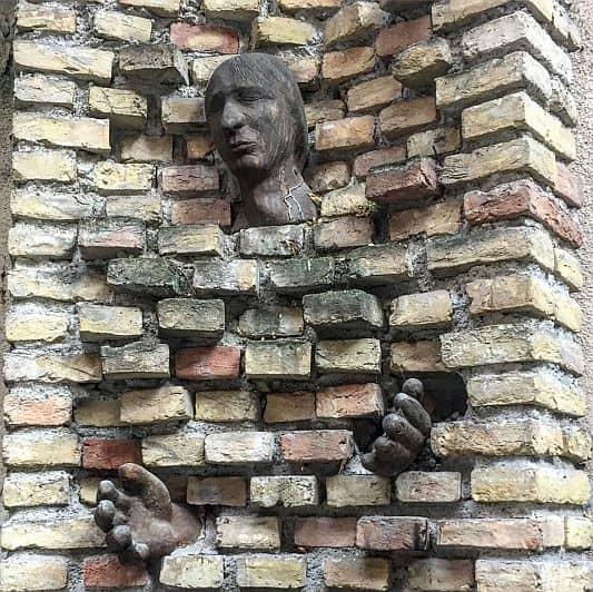 Janos Bogdan statue