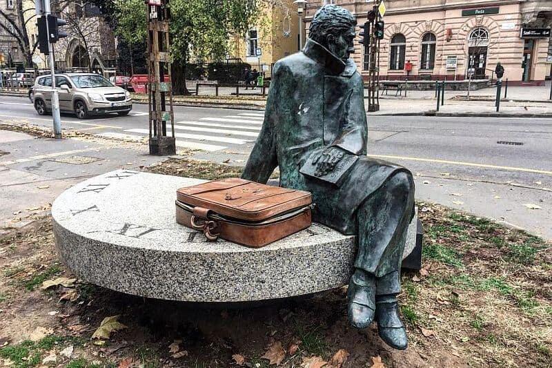 Arthur Koestler statue in Budapest